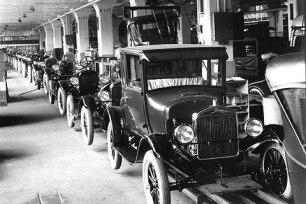 Linha produção ford
