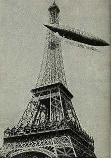 Santos Dumont contornando a Torre Eiffel